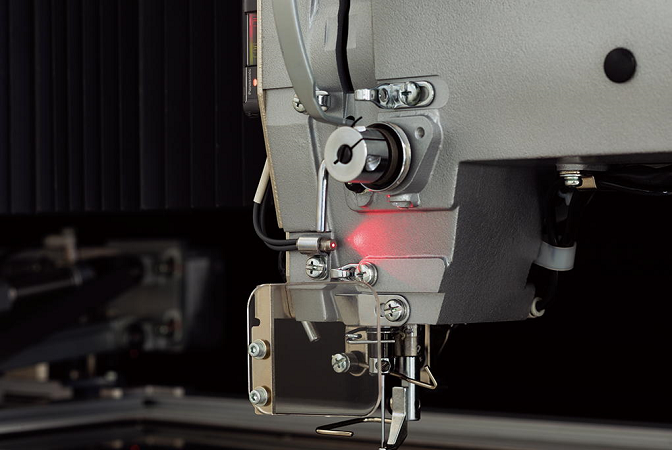 Detects kind of needle thread breakage opportunity immediately, and which reduces defective workpieces.