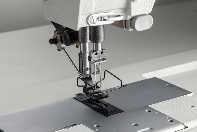 Equipped with needle breakage prevention function while reverse sewing